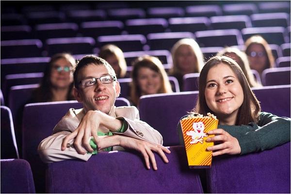 Gemeinsame Freizeit im Kino