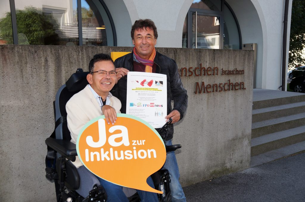 Wahlinformations-Veranstaltung_Lebenshilfe Vorarlberg – Selbstvertreter Klaus Brunner mit Unterstützer Friedrich Gföllner